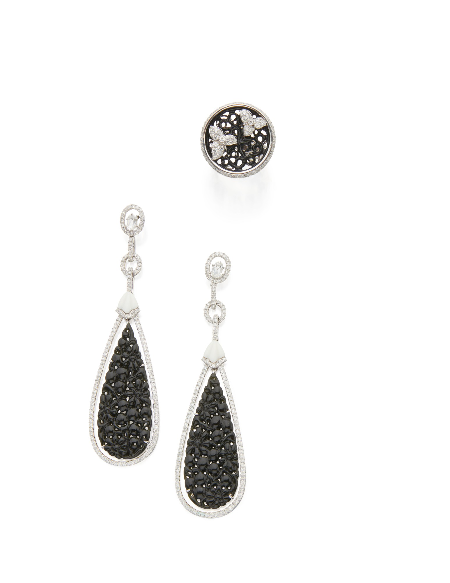 BLACK NEPHRITE AND DIAMOND RING AND PAIR OF PENDANT-EARRINGS