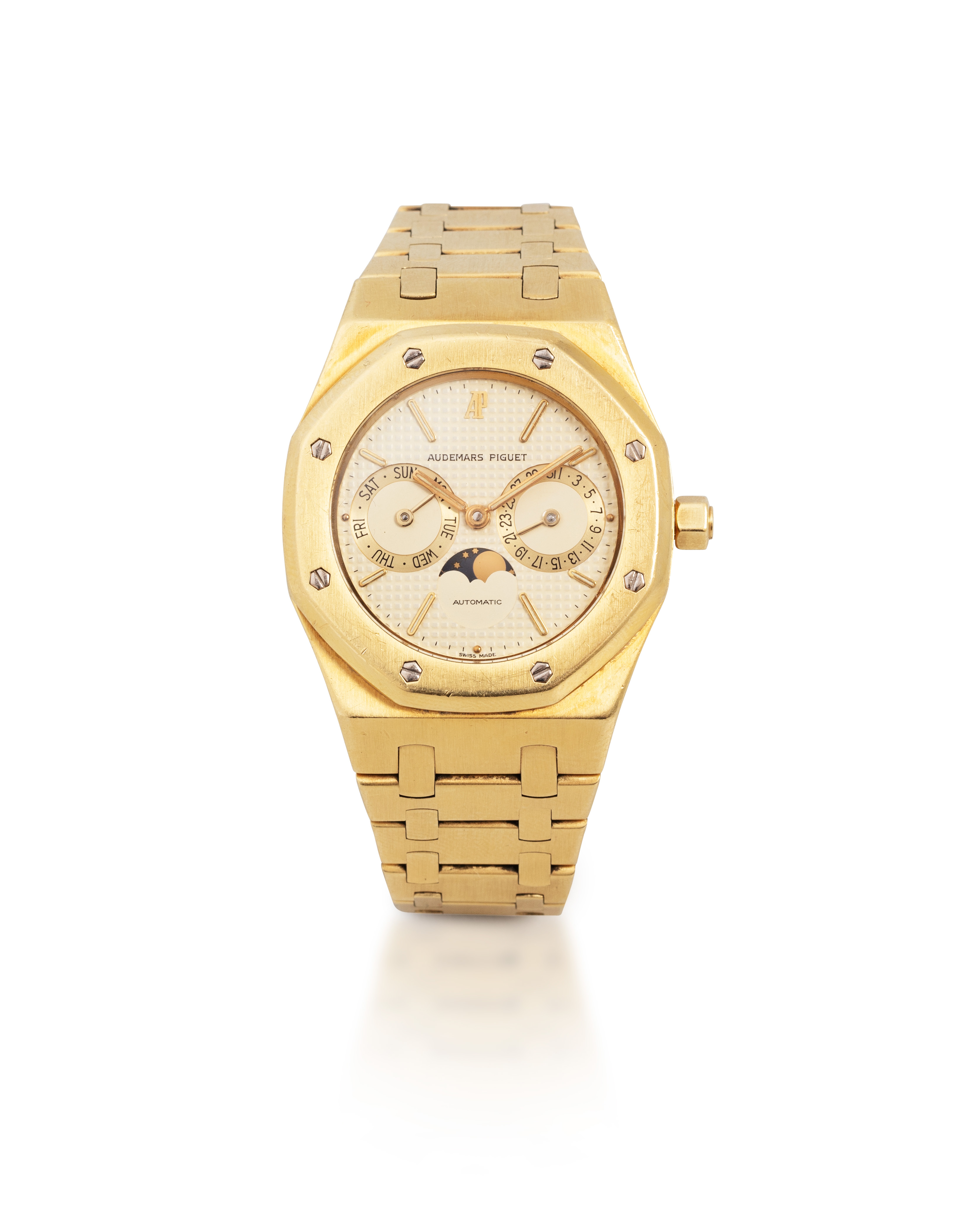 View full screen - View 1 of Lot 2. Royal Oak, Ref. 25594BA    Montre bracelet en or jaune avec date, jour et phases de lune |  Yellow gold wristwatch with day, date, moon phases and bracelet    Vers 1995 |  Circa 1995.