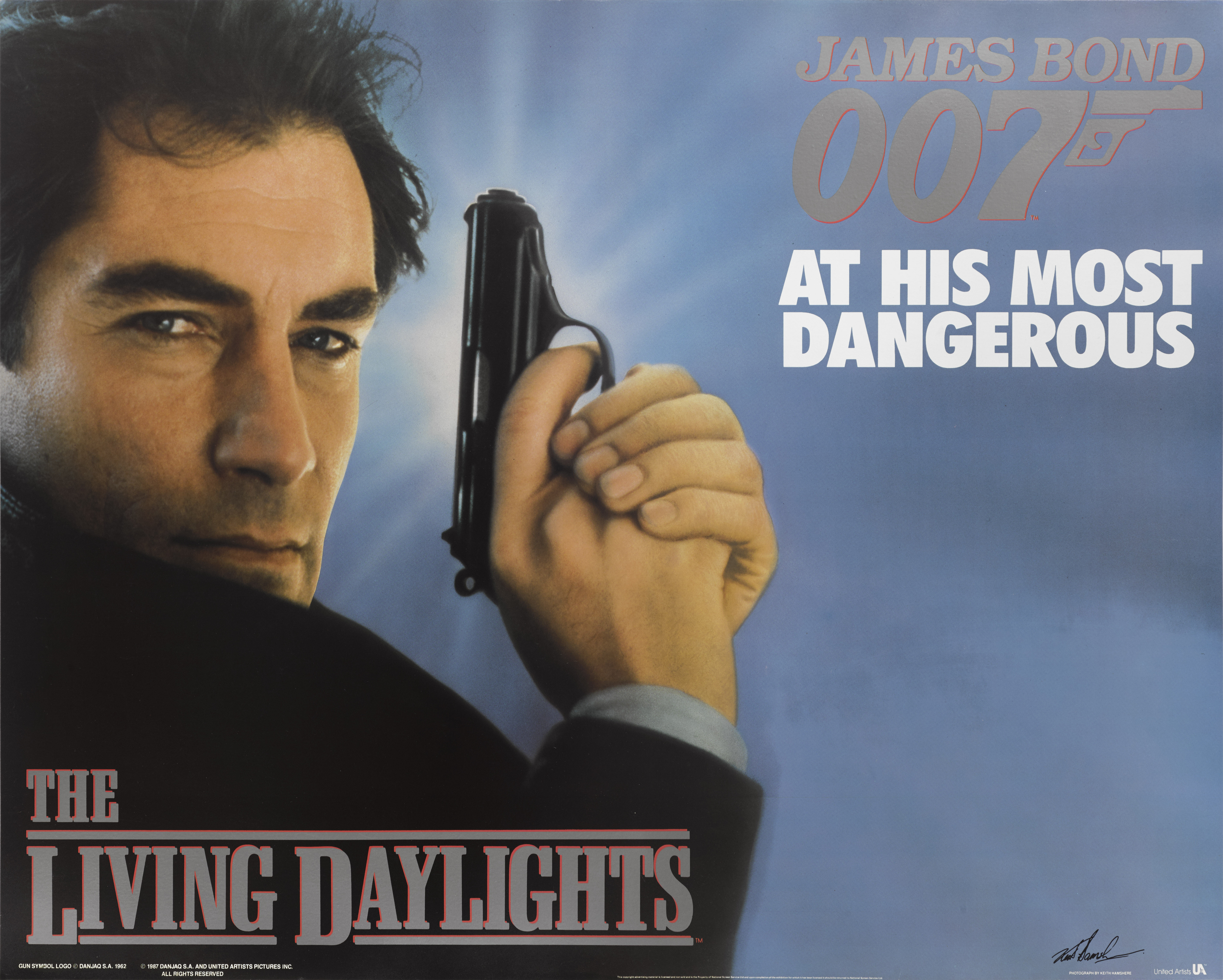 THE LIVING DAYLIGHTS (1987) POSTER, BRITISH, ADVANCE, SIGNED BY KEITH HAMSHERE (STILL PHOTOGRAPHER)