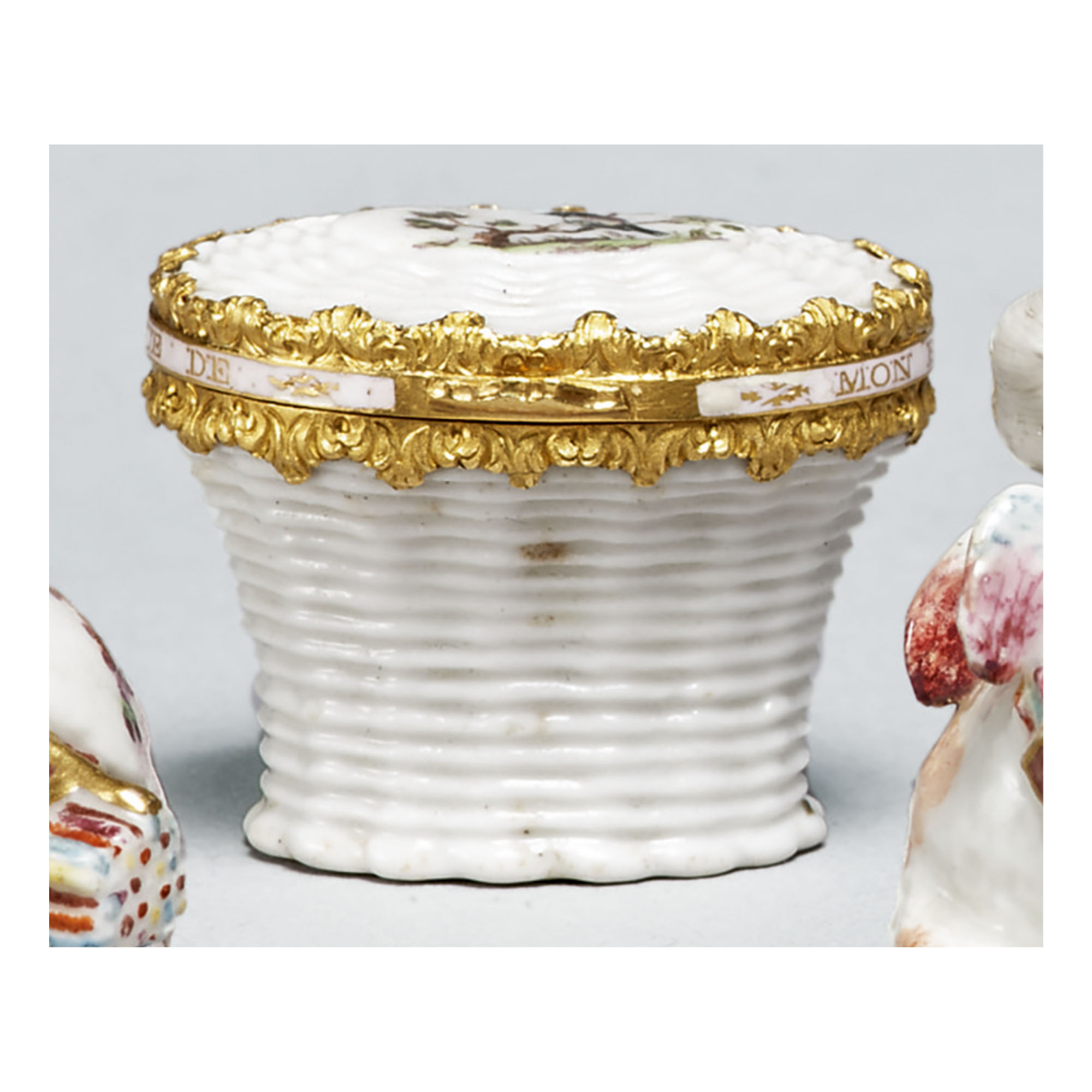 A ST. JAMES'S (CHARLES GOUYN) OR CHELSEA PORCELAIN GOLD-MOUNTED BONBONNIERE AND COVER CIRCA 1750-60