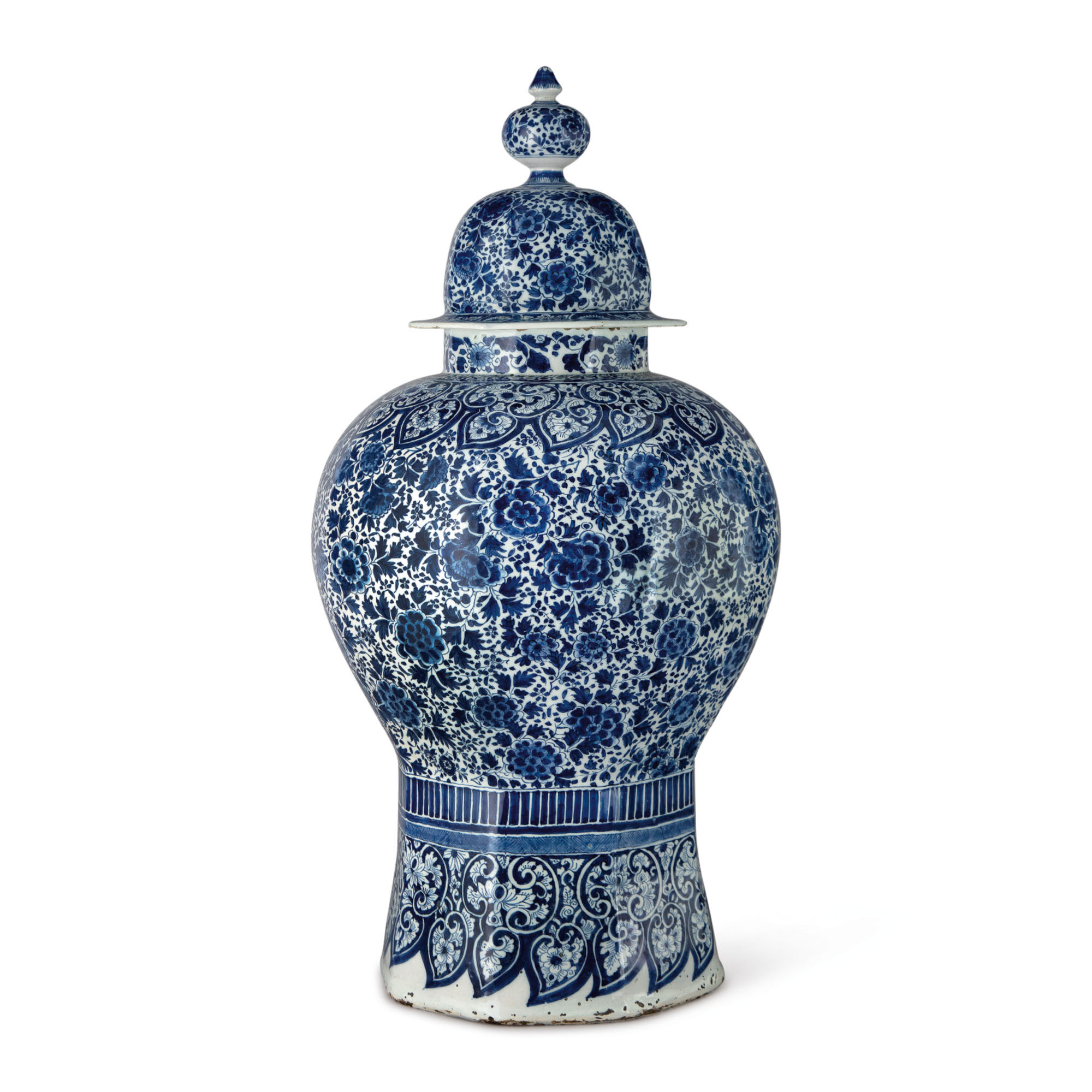 A DUTCH DELFT BLUE AND WHITE LARGE OCTAGONAL BALUSTER VASE AND COVER, CIRCA 1700