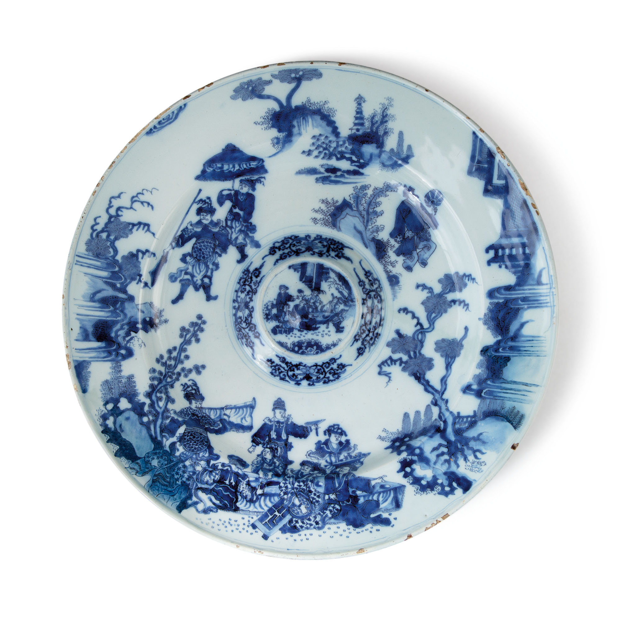 A DUTCH DELFT BLUE AND WHITE LARGE CHARGER, CIRCA 1680-1700