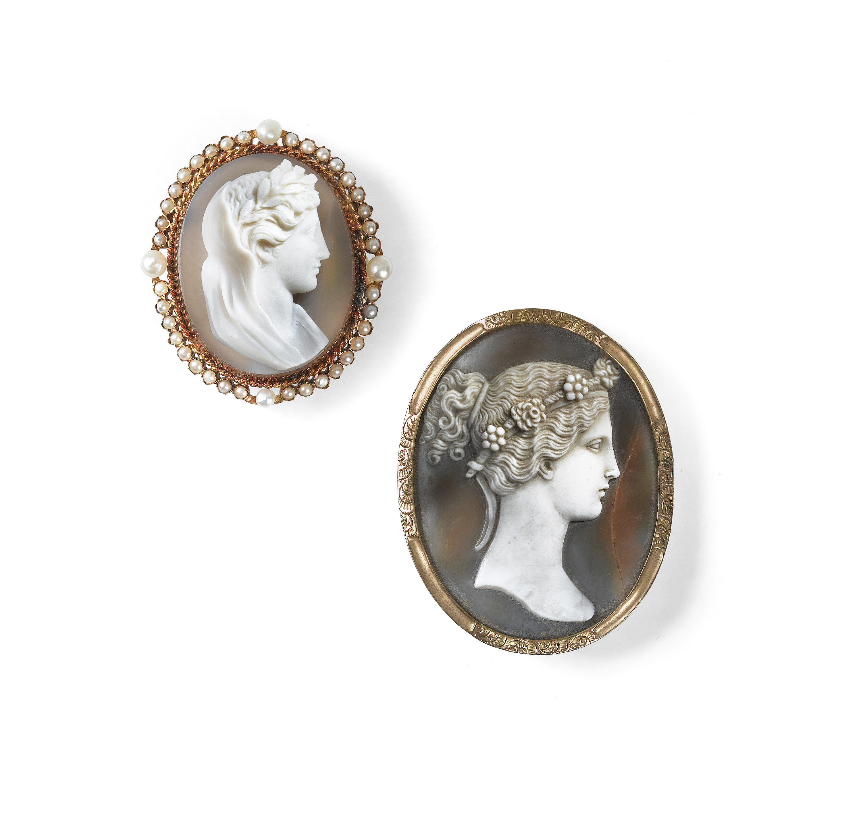 View full screen - View 1 of Lot 5. DEUX BROCHES CAMÉES   TWO CAMEO BROOCHES.