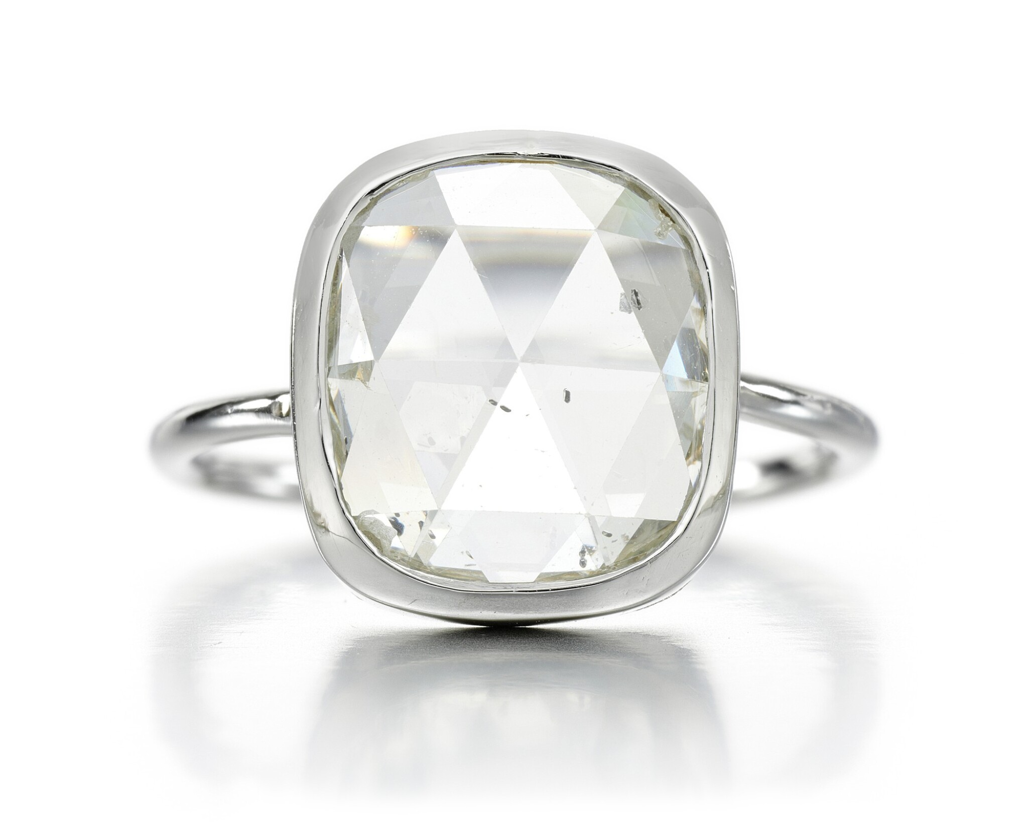 View full screen - View 1 of Lot 76. DIAMOND RING.