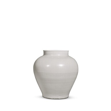View 3. Thumbnail of Lot 92. A white-glazed baluster jar, Ming dynasty, 15th / 16th century | 明十五 / 十六世紀 白釉罐.