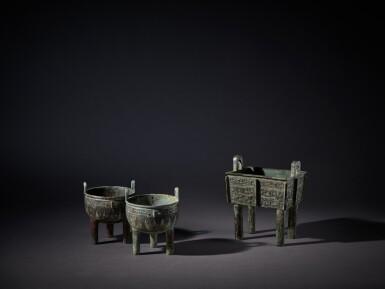 View 7. Thumbnail of Lot 10. An archaic bronze food vessel (Fangding), Early Western Zhou dynasty | 西周初 青銅饕餮紋方鼎.