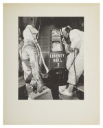 [MERCURY-REDSTONE 4] VINTAGE SILVER GELATIN PRINT OF GUS GRISSOM AND JOHN GLENN WITH THE LIBERTY BELL 7, CA JULY 1961.