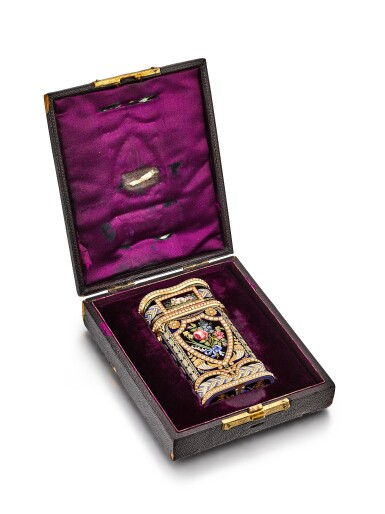 View 8. Thumbnail of Lot 2230. An exceptional and large gold, enamel and pearl-set etui de voyage with watch, music and automaton, including a pair of gold mounted scissors, a gold and enamel knife, a gold and enamel perfume vial, a gold and enamel key, a gold and enamel cuticle stick, a gold and enamel awl and associated fitted presentation box, Made for the Chinese market and retailed by P. Orr, Circa 1800 | 瑞士製 | 知名藏家的永恆典範 | 非常精美及特大金及琺瑯鑲珍珠工具盒,具有時計、音樂及活動人偶,內含鑲金剪刀、金琺瑯小刀、香水瓶、鑰匙、指甲修護棒與錐子,備收納盒,為中國市場而製及由 P. Orr 發行,約1800年製.