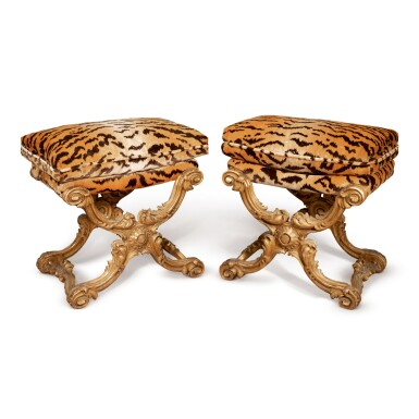 A PAIR OF FRENCH GILTWOOD TABOURETS, LATE 19TH CENTURY