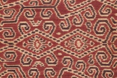View 1. Thumbnail of Lot 15. Tissu cérémoniel pua, Iban, Bornéo, Indonésie, ca.1900 | Ceremonial cloth pua, Iban, Borneo, Indonesia, about 1900.