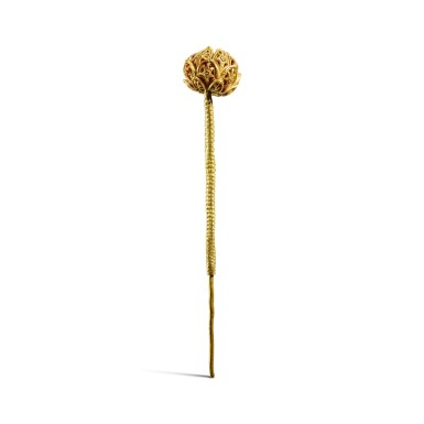 View 3. Thumbnail of Lot 99. A rare gold openwork 'lotus' hairpin, Song dynasty | 宋 金鏤空蓮花釵.