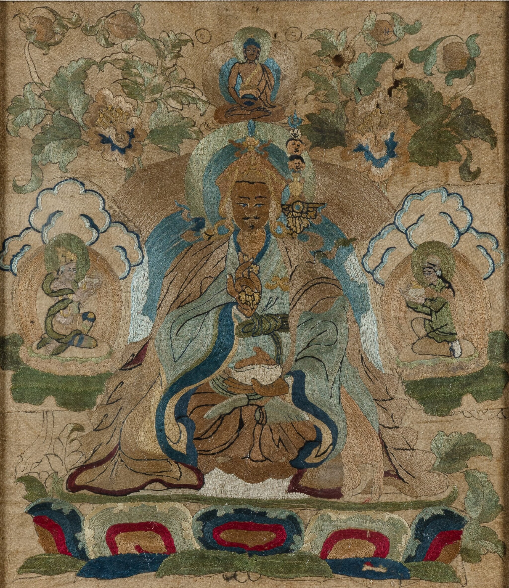 View 1 of Lot 25. Petit tangka représentant Padmasambhava Dynastie Qing, XVIIIE siècle | 清十八世紀 刺繡蓮花生大士唐卡 | A small embroidered silk thangka depicting Padmasambhava, Qing Dynasty, 18th century.
