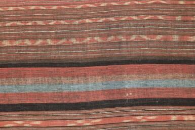 View 3. Thumbnail of Lot 17. Tissu cérémoniel porisityutu, Toraja / Rongkong, Célèbes, Indonésie, début du 20e siècle | Ceremonial hanging shroud porisityutu, Toraja / Rongkong, Sulawesi, Indonesia, early 20th century.