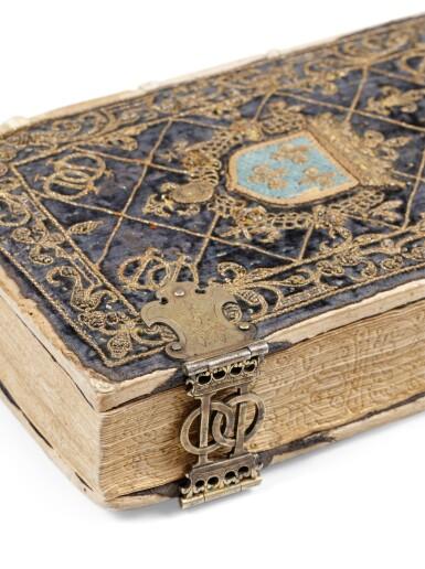 View 9. Thumbnail of Lot 40.  Horae beatissimae... Anvers, 1570.Reliure brodée de la Renaissance aux armes du duc d'Anjou..