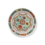 A FAMILLE VERTE SAUCER DISH   QING DYNASTY, SHUNZHI PERIOD, 17TH CENTURY