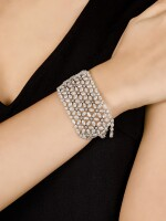 BARNEY CHENG | 'FLOWER OF LIFE' DIAMOND AND COLOURED DIAMOND BRACELET | Barney Cheng | 'Flower of Life' 鑽石 配 彩色鑽石 手鏈