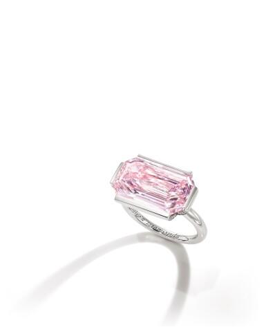 View 2. Thumbnail of Lot 1759. Sotheby's Diamonds by Joseph Ramsay | 'Dam' Fancy Intense Purplish Pink Diamond and Diamond Ring | 「蘇富比鑽石」Joseph Ramsay 設計 |「傾城」7.00克拉 濃彩紫粉紅色 內部無瑕 鑽石 配 鑽石 戒指.