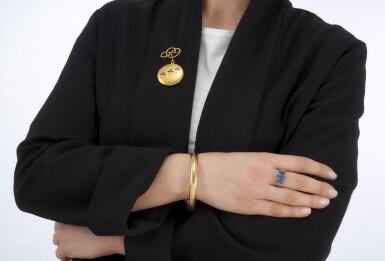 SAPPHIRE AND DIAMOND RING, BRACELET, RUBY AND DIAMOND BROOCH (ANELLO CON ZAFFIRI E DIAMANTI, BRACCIALE E UNA SPILLA IN RUBINI E DIAMANTI)