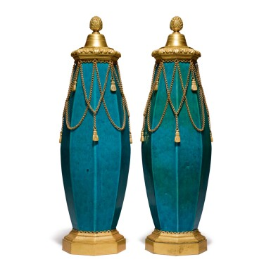 A PAIR OF LOUIS XVI STYLE GILT BRONZE-MOUNTED CHINESE TURQUOISE PORCELAIN OCTAGONAL VASES AND COVERS, 19TH CENTURY