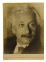[EINSTEIN, ALBERT]; AARON TYCKO [PHOTOGRAPHER] | BLACK AND WHITE PHOTOGRAPHIC PORTRAIT, INSCRIBED BY EINSTEIN ON THE MAT BOARD, 1934