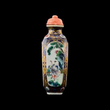 View 2. Thumbnail of Lot 1016. A famille-rose porcelain snuff bottle Seal mark and period of Qianlong   清乾隆 藍地描金開光粉彩庭園人物圖鼻煙壺 《乾隆年製》款.