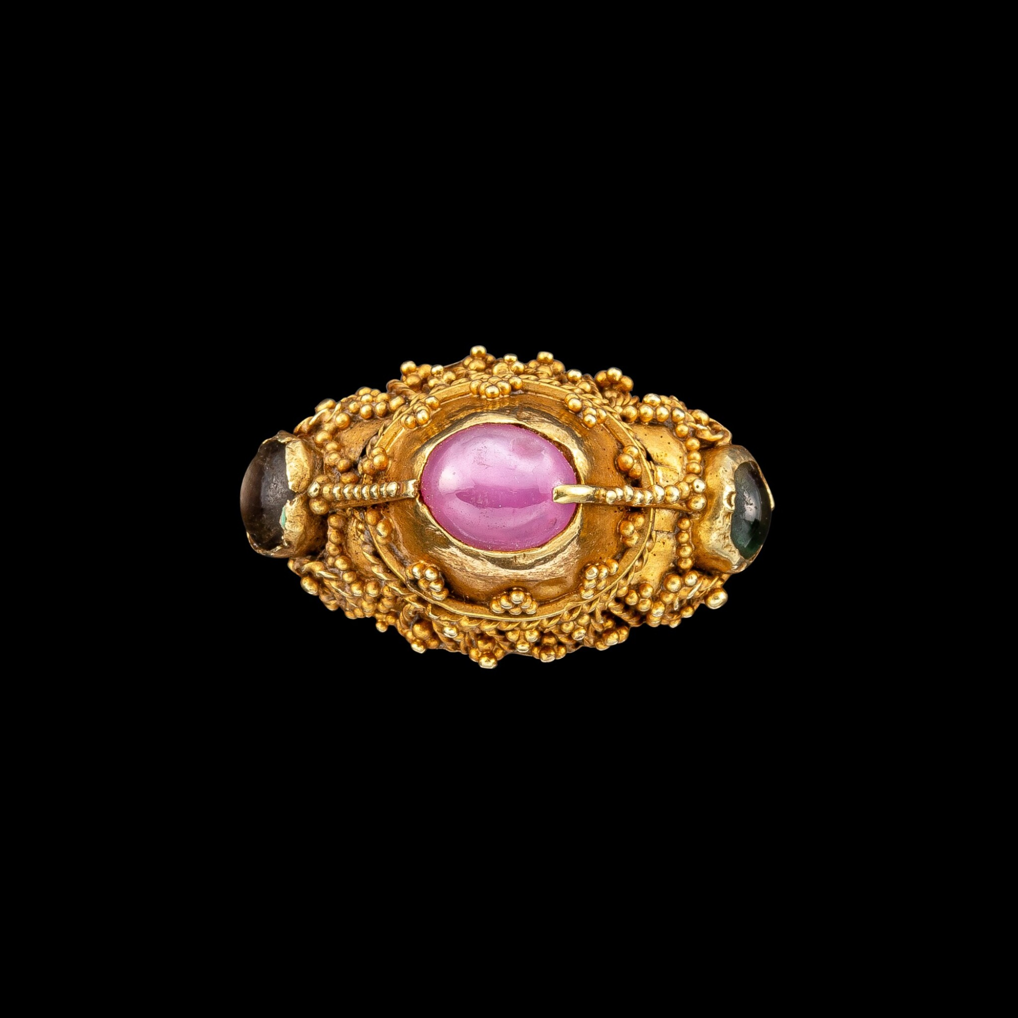 View full screen - View 1 of Lot 1054. A gem-set gold priest's ring Bali, Indonesia, 19th - early 20th century   十九至二十世紀初 印尼峇里 金嵌寶戒指.