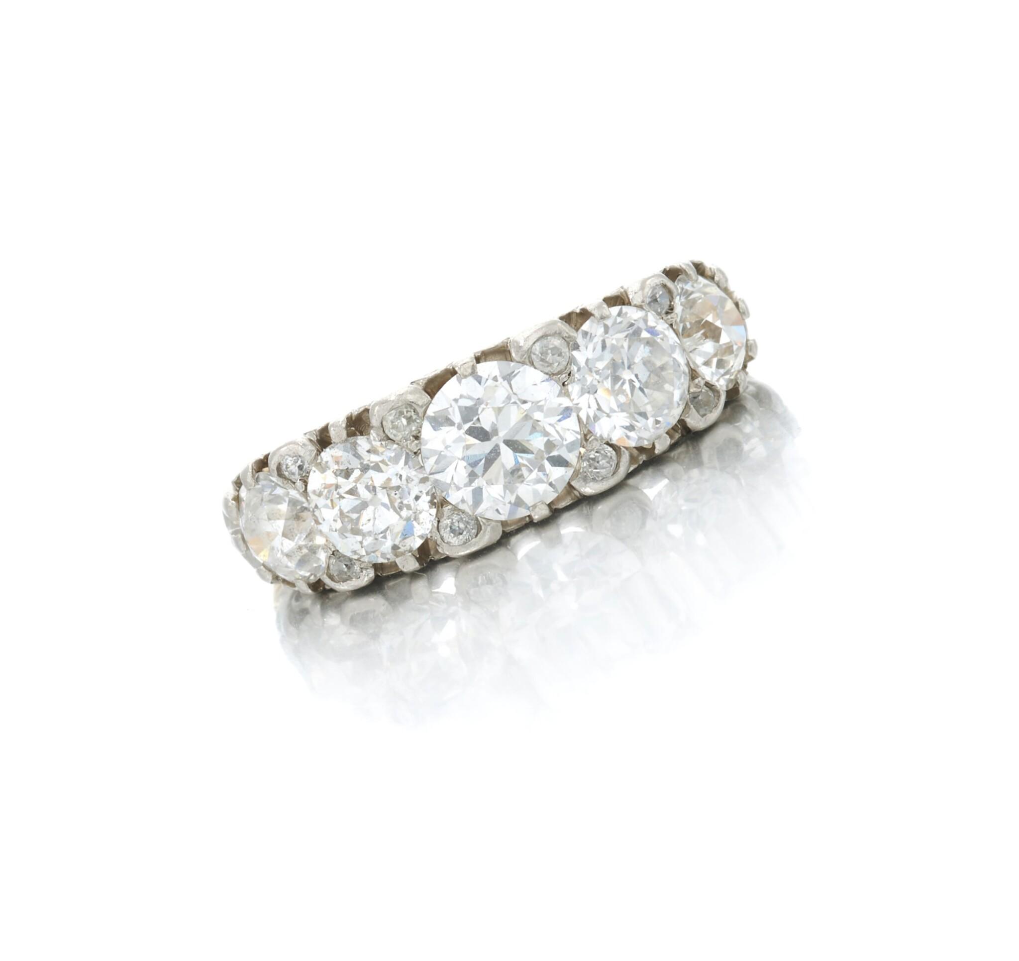 View full screen - View 1 of Lot 7. Diamond ring (Anello in diamanti).
