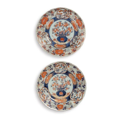 View 1. Thumbnail of Lot 395. A PAIR OF JAPANESE IMARI 'FLORAL' DISHES EDO PERIOD, 17TH CENTURY | 伊万里 色絵皿 一対、江戸時代、17世紀 .