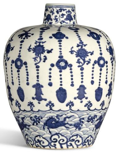 A BLUE AND WHITE JAR JIAJING MARK AND PERIOD | 明嘉靖 青花瓔珞海馬紋罐 《大明嘉靖年製》款