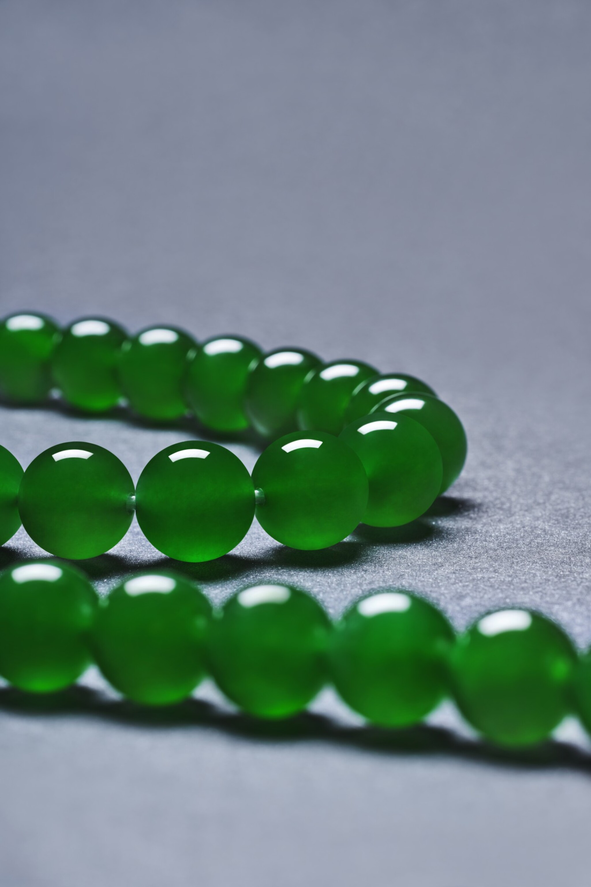 """View 1 of Lot 1662. AN EXTREMELY RARE AND EXCEPTIONAL """"IMPERIAL GREEN"""" JADEITE BEAD AND DIAMOND NECKLACE 