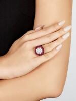 GRAFF 'CLUSTER HALO' RUBY AND DIAMOND RING   格拉夫   'Cluster Halo' 紅寶石 配 鑽石 戒指 ( 主鑽石重1.00卡拉 )