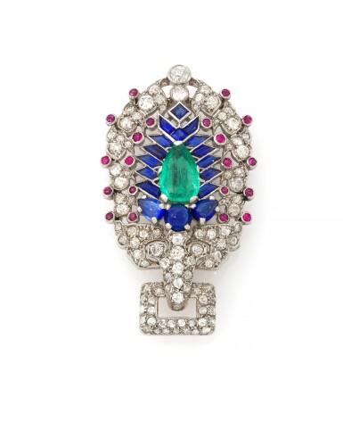 EMERALD, SAPPHIRE, RUBY AND DIAMOND BROOCH  (SPILLA CON SMERALDO, ZAFFIRI, RUBINI E DIAMANTI) | CARTIER, PARIS, 1930