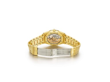 "View 4. Thumbnail of Lot 2091. AUDEMARS PIGUET | ROYAL OAK, REFERENCE 15202BA, A YELLOW GOLD BRACELET WATCH WITH DATE, CIRCA 2000 | 愛彼 | ""Royal Oak 型號15202BA 黃金鏈帶腕錶,備日期顯示,機芯編號415023,錶殼編號E-41585及14,約2000年製""."