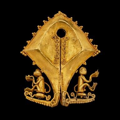 View 2. Thumbnail of Lot 1027. A gold 'monkey' mamuli ear ornament or pendant East Sumba Island, Indonesian archipelago, 19th century   十九世紀 印尼群島 松巴島東 靈猴紋mamuli金耳飾.