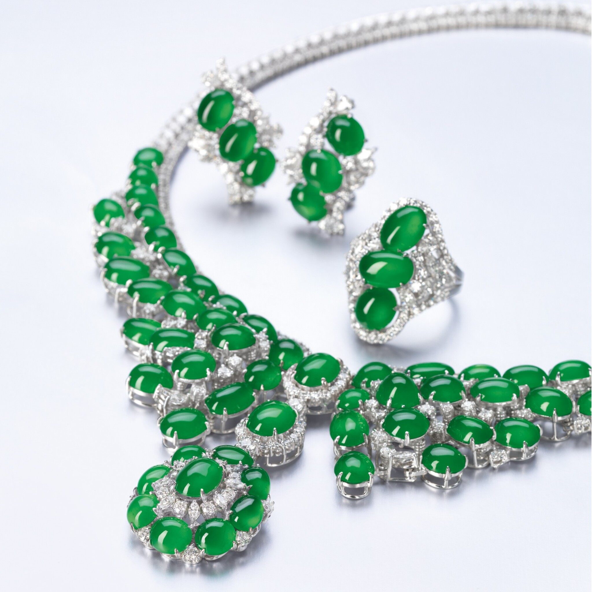 View full screen - View 1 of Lot 1644.  JADEITE AND DIAMOND PARURE   天然翡翠 配 鑽石 套裝.