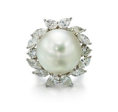 PEARL AND DIAMOND RING | 養殖珍珠 配 鑚石 戒指