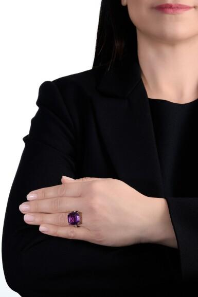 View 4. Thumbnail of Lot 739. Pink-purple sapphire ring | 粉紫色剛玉戒指.