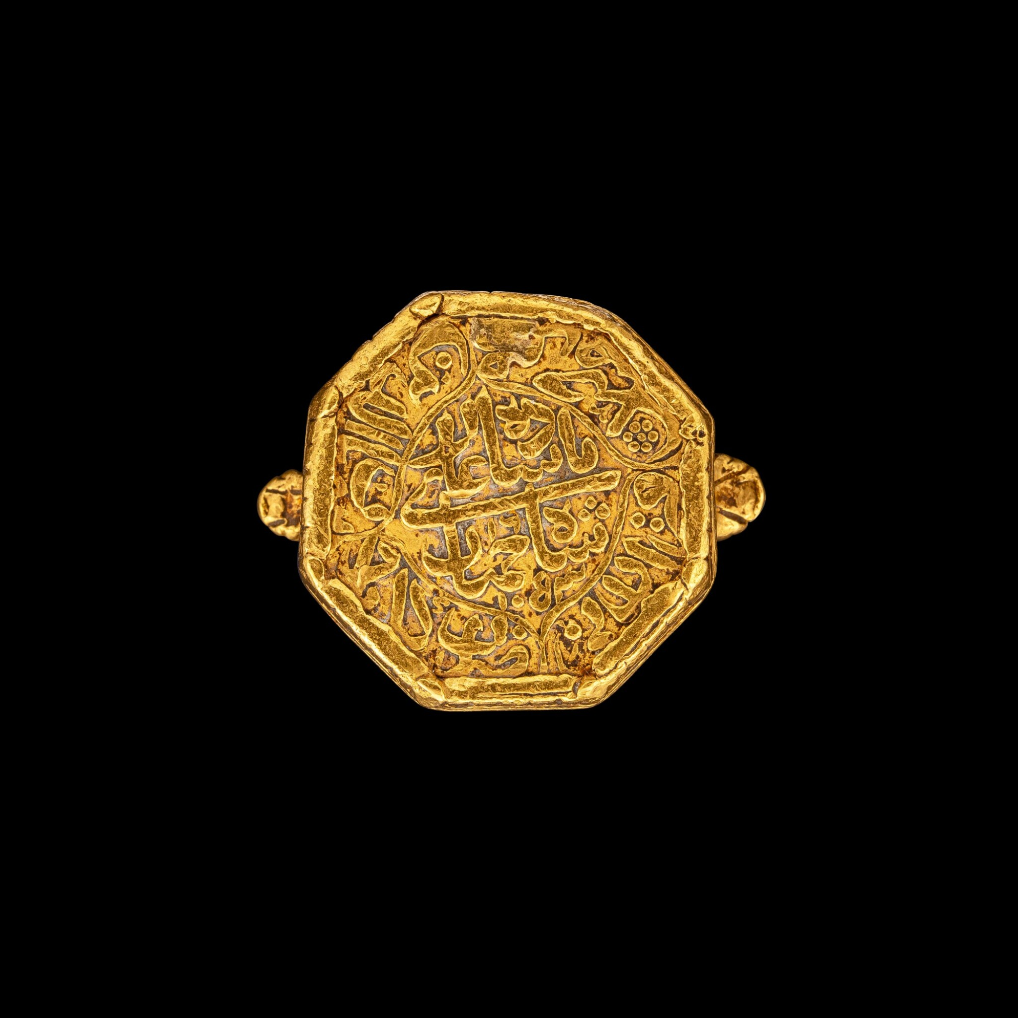 View full screen - View 1 of Lot 1035. A gold hexagonal ring with Islamic script Mughal Shah Jahan I, dated regnal year 16, A.H. 1053, corresponding to 1643-1644 minted at the city of Akbarabad (near Agra), 19th-century setting or earlier   刻伊斯蘭文六角金戒指 莫臥兒沙賈汗一世十六年 回曆1053年(公元1643-1644年)於阿克巴拉巴德市鑄造 配十九世紀或更早鑲座.