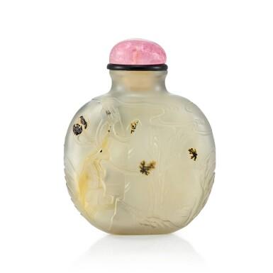 View 2. Thumbnail of Lot 3075. A Carved Agate 'Monkeys' Snuff Bottle Suzhou, Qing Dynasty, 18th - 19th Century | 清十八至十九世紀  蘇作瑪瑙靈猴鼻煙壺.