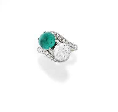 BAGUE ÉMERAUDE ET DIAMANTS, VERS 1930   EMERALD AND DIAMOND RING, 1930S