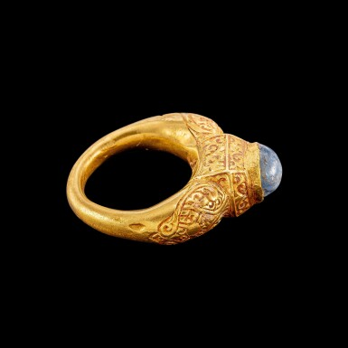 View 2. Thumbnail of Lot 1022. A gold and cabochon star sapphire repoussé ring Champa, 14th century | 十四世紀 占城 金嵌星光藍寶石戒指.