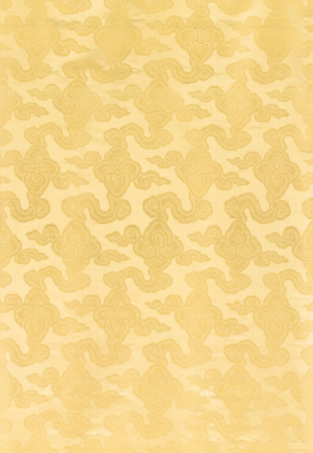 ROULEAU DE TISSU EN SOIE JAUNE  FIN DE LA DYNASTIE QING | 清晚期 黃地綢緞 及 暹邏 十九世紀末至二十世紀初 織錦 各一匹 | A bolt of yellow silk brocade, late Qing Dynasty