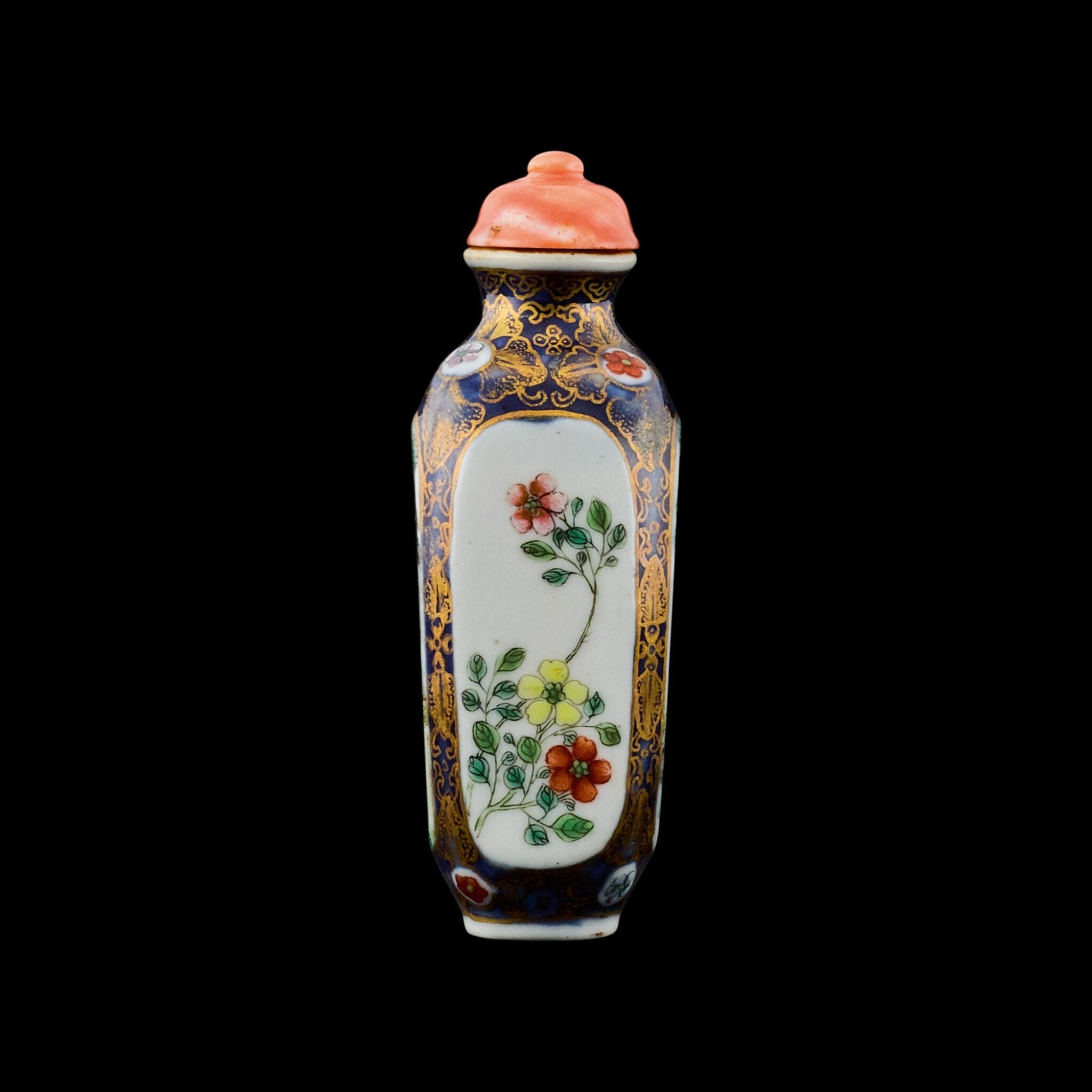 View full screen - View 1 of Lot 1016. A famille-rose porcelain snuff bottle Seal mark and period of Qianlong   清乾隆 藍地描金開光粉彩庭園人物圖鼻煙壺 《乾隆年製》款.