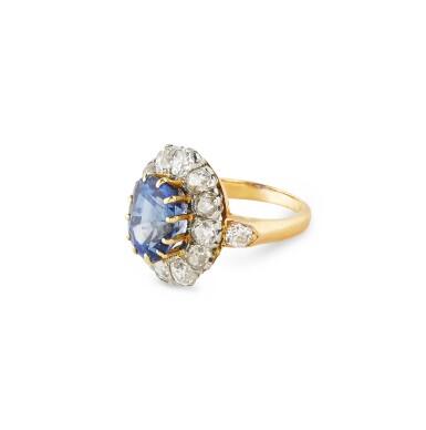 View 3. Thumbnail of Lot 7. BAGUE SAPHIR ET DIAMANTS  | SAPPHIRE AND DIAMOND RING .