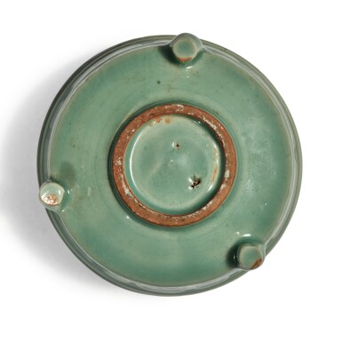 View 6. Thumbnail of Lot 115. A 'Longquan' celadon-glazed 'trigram' censer, Southern Song / Yuan dynasty   南宋 / 元 龍泉窰青釉八卦紋奩式爐.