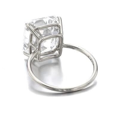 View 3. Thumbnail of Lot 1013. Fine diamond ring.