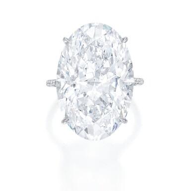 LORRAINE SCHWARTZ | IMPORTANT DIAMOND RING