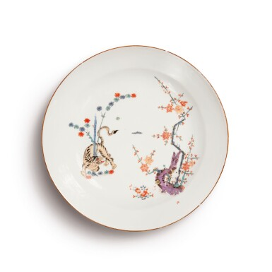 A MEISSEN LARGE DISH FROM THE 'GELBER LÖWE' SERVICE CIRCA 1730-35