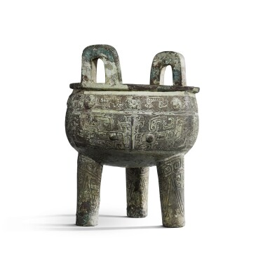 View 3. Thumbnail of Lot 31. An important inscribed archaic ritual bronze food vessel (Ding), Late Shang dynasty, 13th - 11th century BC | 商末 公元前十三至十一世紀 犬祖辛祖癸鼎.