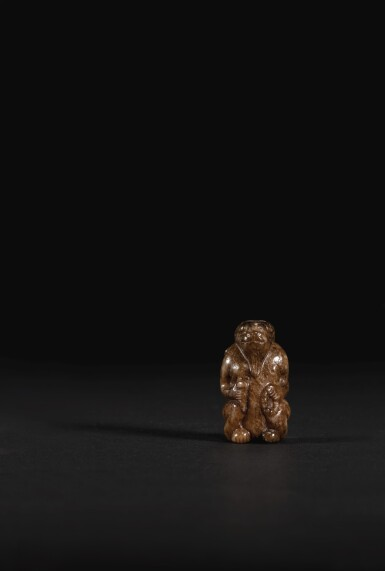 A MOTTLED JADE FIGURE OF A MYTHICAL CREATURE MING DYNASTY OR EARLIER | 明或以前 玉握珠神獸